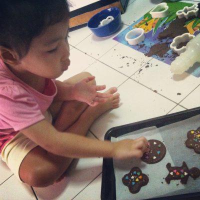 Chempedak bakes cookies!